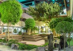 AIM Conference Center Manila - Manila - Pemandangan luar