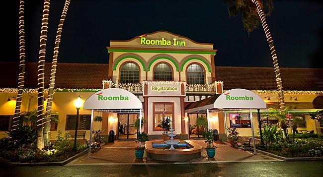 Roomba Inn & Suites - Kissimmee - Building