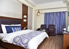 Hotel Shiraz Regency - Amritsar - Kamar Tidur