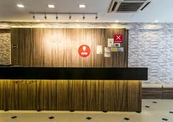 Oyo Premium Jalan Bukit Bintang - Kuala Lumpur - Resepsionis