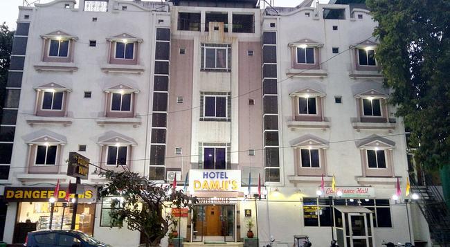 Hotel Damjis - Ahmedabad - Building
