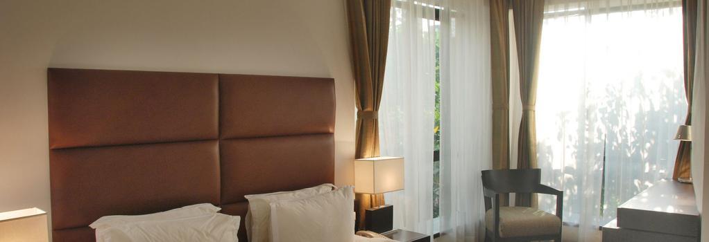Hotel Metropole - Kolkata - Bedroom