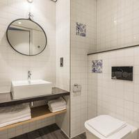 Urban Lodge Hotel Bathroom