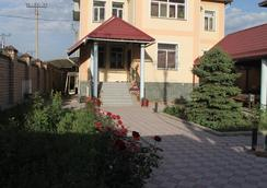 The Zhibek-Zholu Guest House - Bishkek - Pemandangan luar