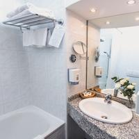 Danubius Hotel Arena Bathroom