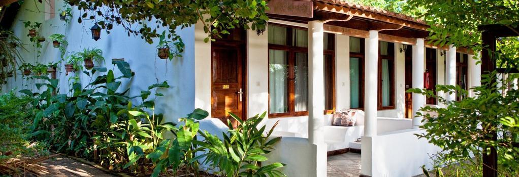 Mediterraneo Hotel and Restaurant - Dar Es Salaam - Building