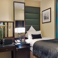 Shaftesbury Suites London Marble Arch Room
