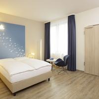 H2 Hotel Berlin Alexanderplatz Guest room