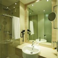 H2 Hotel Berlin Alexanderplatz Bathroom
