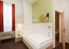 H+ Hotel München - Munchen - Kamar Tidur