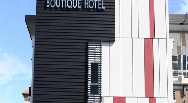 Lot 10 Boutique Hotel - Kuching - Building
