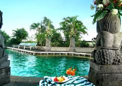 Lumire Hotel and Convention Center - Jakarta - Kolam