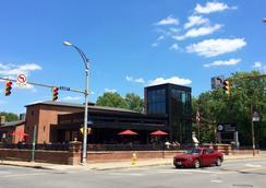 The East Avenue Inn & Suites - Rochester - Pemandangan luar