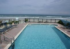 Daytona Shores Inn and Suites - Daytona Beach - Kolam