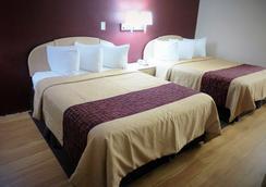 Red Roof Inn & Suites San Antonio - Fiesta Park - San Antonio - Kamar Tidur
