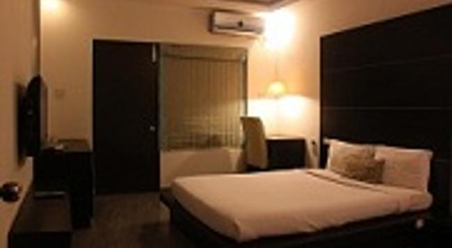 Shamrock Groove Boutique Inn - Bangalore - Bedroom