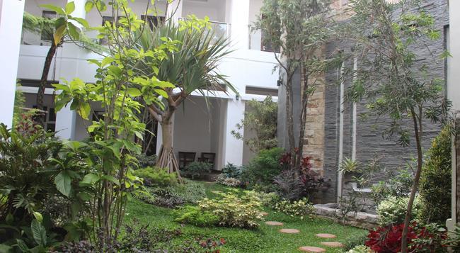 Tlogomas Guest House - Malang - Outdoor view