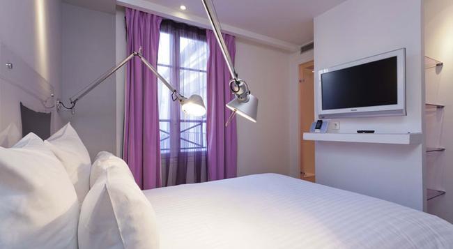 Color Design Hotel - Paris - Bedroom