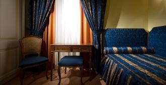 Chiaja Hotel de Charme - Napoli - Kamar Tidur