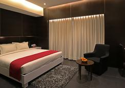Hotel German Palace - Ahmedabad - Kamar Tidur