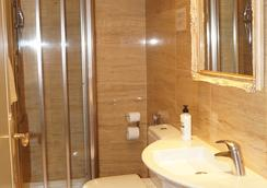 Hotel Caballero Errante - Madrid - Kamar Mandi