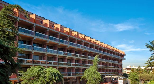 Atahotel Villa Pamphili - Rome - Building