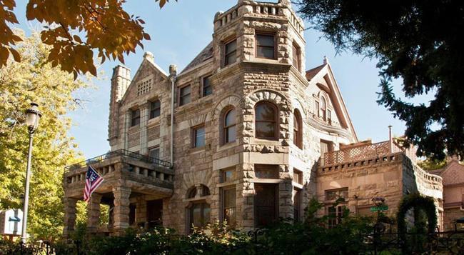 Castle Marne Bed & Breakfast - Denver - Building