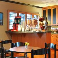 Travelodge Seattle By The Space Needle Breakfast Area
