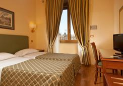 Hotel Colosseum - Roma - Kamar Tidur