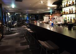 Cross Hotel Osaka - Osaka - Bar