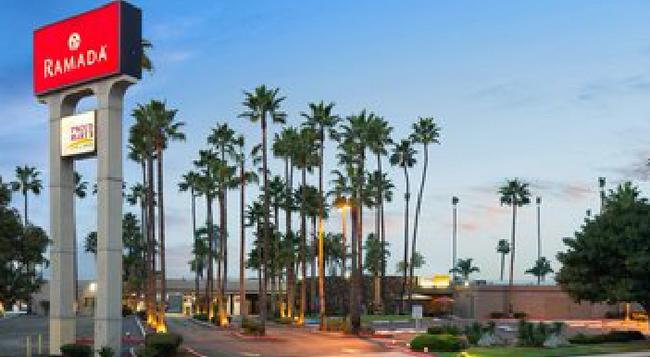 Ramada San Diego North Hotel & Conference Center - San Diego - Building