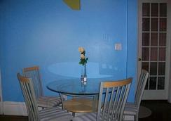 Comfy Guest House - Toronto - Ruang makan