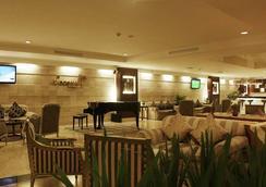 Aston Tropicana Hotel Bandung - Kota Bandung - Bar