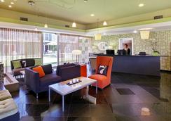 7 Springs Inn & Suites - Palm Springs - Lobi