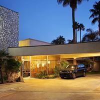 7 Springs Inn & Suites Featured Image