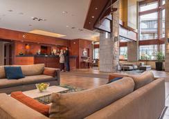 Crystal Lodge & Suites - Whistler - Lobi