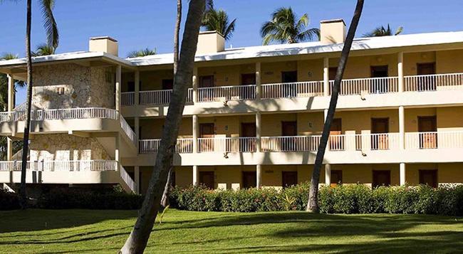 Sirenis Tropical Suites Casino & Spa - Punta Cana - Building