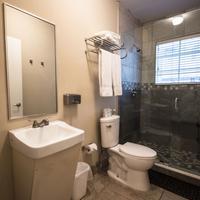 Beds n' Drinks Hostel Bathroom