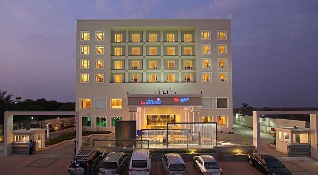 La Classic Hotel - Bangalore - Building