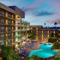 DoubleTree Suites by Hilton Hotel Phoenix Exterior