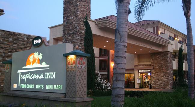 Tropicana Inn and Suites - Anaheim - Building