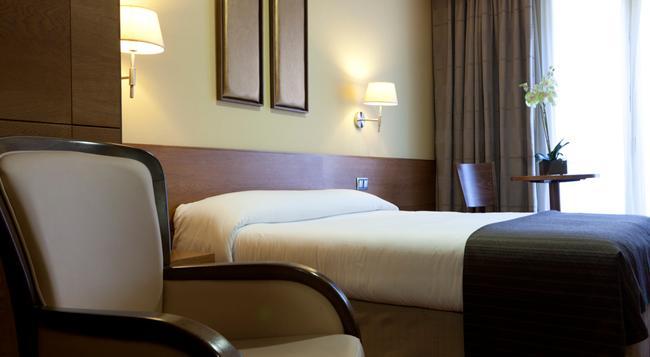 Sterling - Madrid - Bedroom