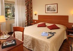 Hotel American Palace Eur - Roma - Kamar Tidur