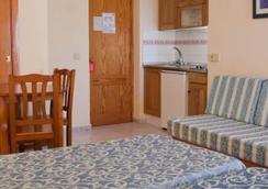 Hotel Apartamentos Lux Mar - Ibiza - Kamar Tidur