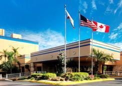 Econo Lodge Inn & Suites - Fort Lauderdale - Bangunan