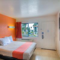 Motel 6 Santa Barbara Beach Guest Room