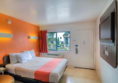 Motel 6 Santa Barbara Beach - Santa Barbara - Kamar Tidur