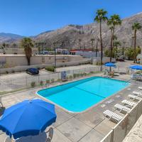 Motel 6 Palm Springs Downtown Pool