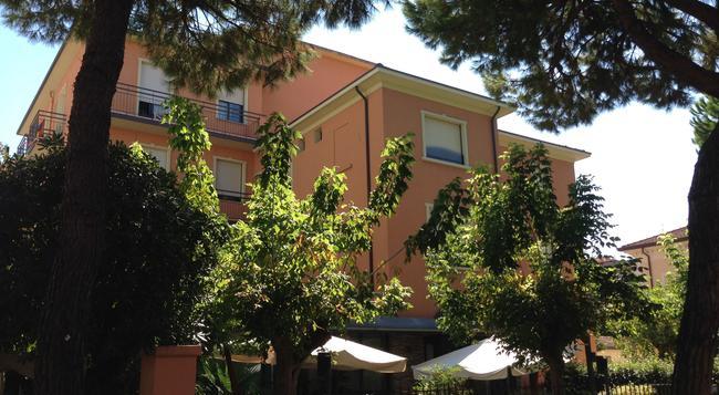 Hotel Villa Merope - Rimini - Outdoor view