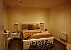 Hotel Kutuma - Montreal - Kamar Tidur